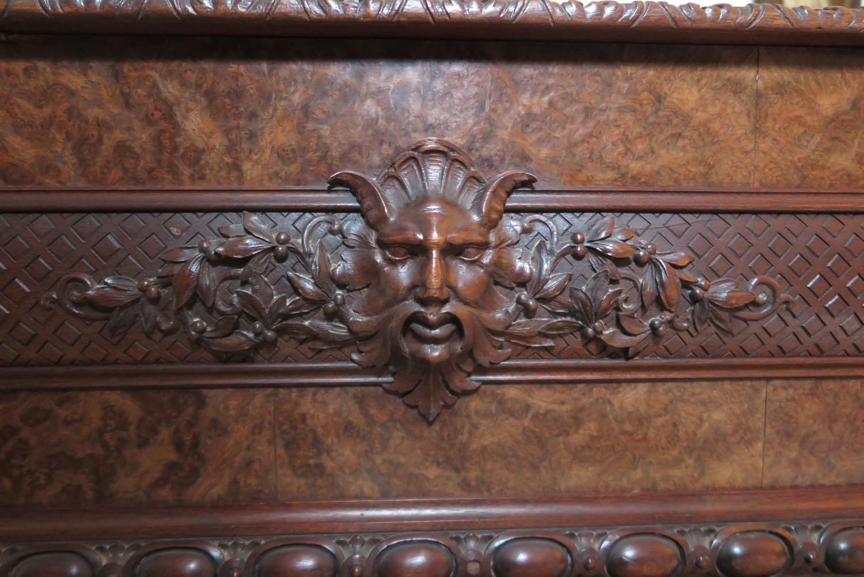 Een rijk versierde Bechstein vleugel