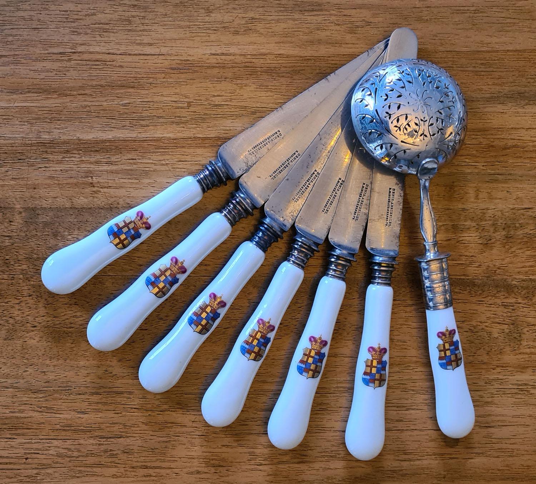 Set fruitmessen en een zilveren suikerlepel
